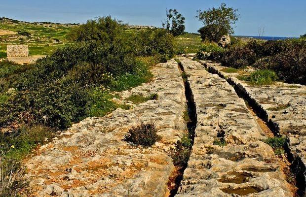 """Malta – L'enigma dei """"binari di pietra"""" risalenti all'età del bronzo"""